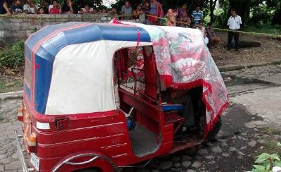 El cuerpo de González Noriega quedó recostado en el timón del vehículo. El hecho ocurrió el 12 de mayo. (Foto Prensa Libre: Hemeroteca PL)