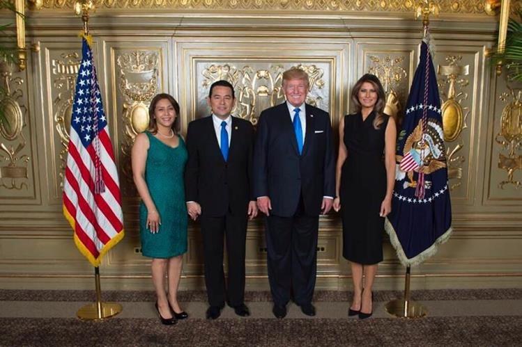 Patricia y Jimmy Morales, junto a Melania y Donald Trump en una actividad celebrada en Nueva York, en septiembre del año pasado. (Foto Prensa Libre: Hemeroteca PL)