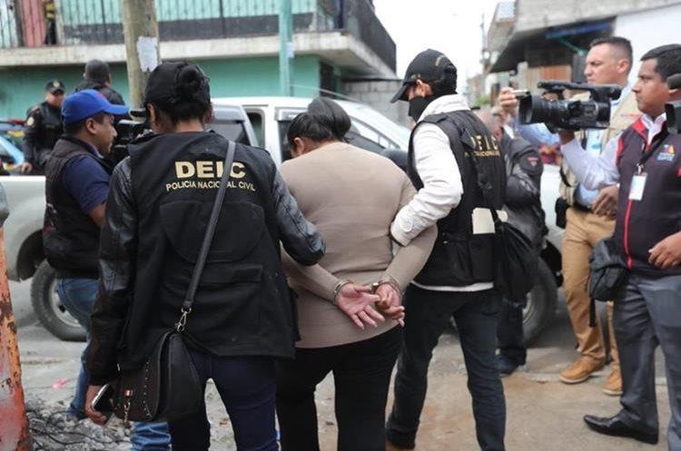 PNC captura a Carlota Valentina Cobon acusada de asesinato. (Foto Prensa Libre: Erick Ávila)