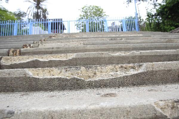 <p>Varios escalones del complejo cultural fueron quebrados y dañados, por lo que se requiere   una restauración  cuyos costos serán elevados.</p>