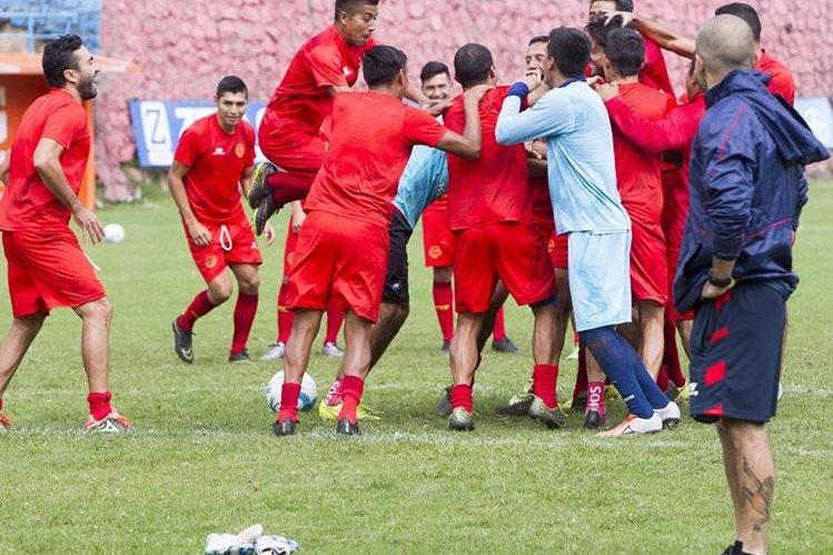 Municipal cumplió este miércoles su última práctica, previo a enfrentar a Antigua GFC, mañana, en la final de ida del futbol guatemalteco (Foto Prensa Libre: Norvin Mendoza)