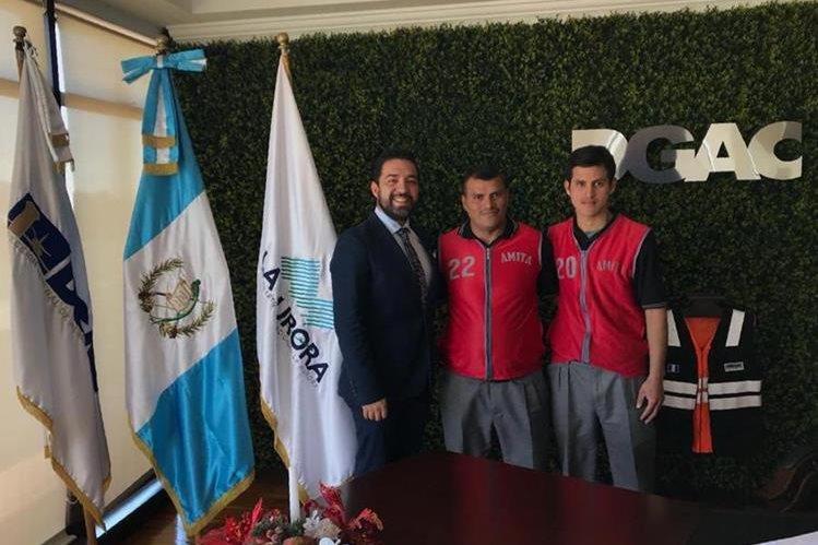 Ottoniel Chen y Leonel Pérez podrían trabajar en el área de seguridad del Aeropuerto Internacional la Aurora. (Foto Prensa Libre: Cortesía DGAC)