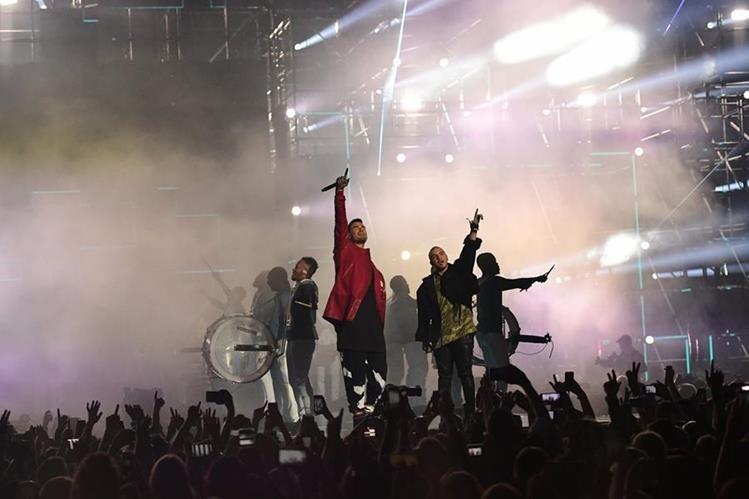 La emoción de los MTV EMA se vivió minuto a minuto en el escenario. (Foto Prensa Libre: AFP)