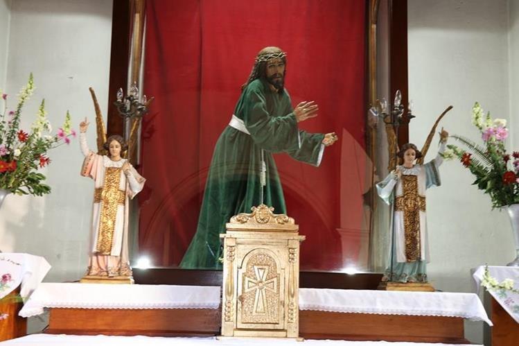 La imagen de Jesús Nazareno del Silencio luce sin cruz en el altar del templo de El Calvario de Antigua Guatemala. (Foto Prensa Libre: Julio Sicán)