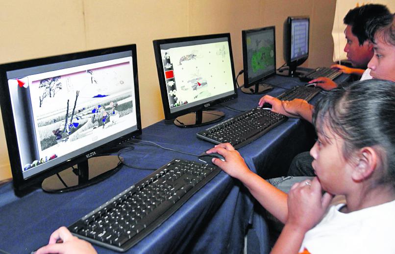 Menores acceden a redes, a veces sin supervisión; delincuentes se hacen pasar por jóvenes. (Foto Prensa Libre: Hemeroteca PL)