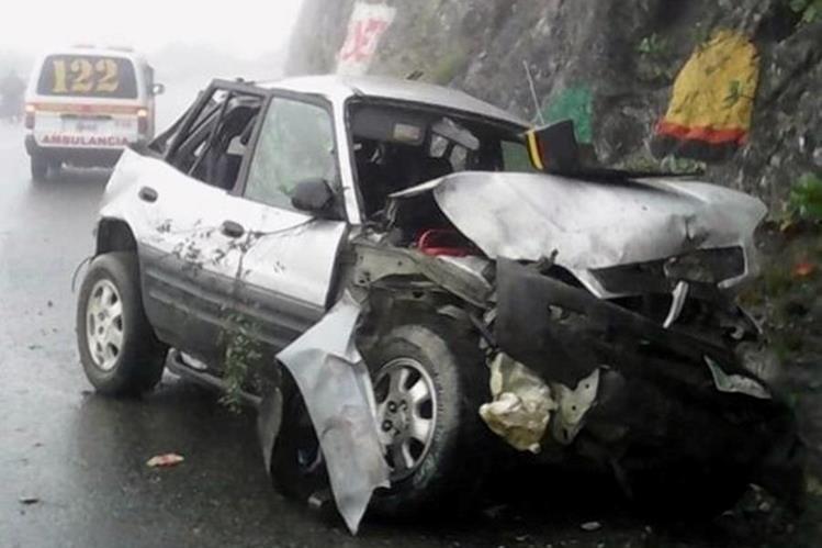 El vehículo en que se conducía Gumersindo Damián Pacay quedó destruido luego de que se accidentara en la ruta que de Cunén conduce a Sacapulas, Quiché. (Foto Prensa Libre: Óscar Figueroa).