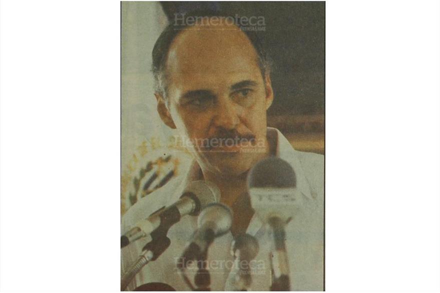 Alfredo Cristiani informa en 1989 sobre la muerte de los sacerdotes.(Foto: Hemeroteca PL)