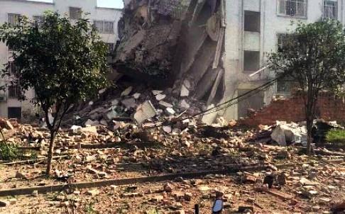 Edificio dañado por la explosión en China.