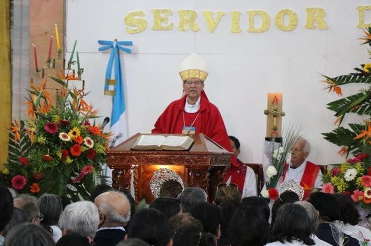 El obispo Carlos Enrique Trinidad Gómez durante una misa en la catedral de San Marcos. (Foto Prensa Libre: Whitmer Barrera/Archivo).