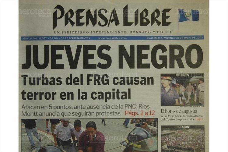 Jueves Negro, turbas exigieran la inscripción de Ríos Montt. Portada del 25/07/2003. (Foto: Hemeroteca PL)