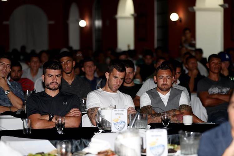 Futbolistas como Maximiliano Lombardi, Javier Irazún y Darío Carreño, estuvieron presentes. (Foto Prensa Libre: Carlos Vicente)