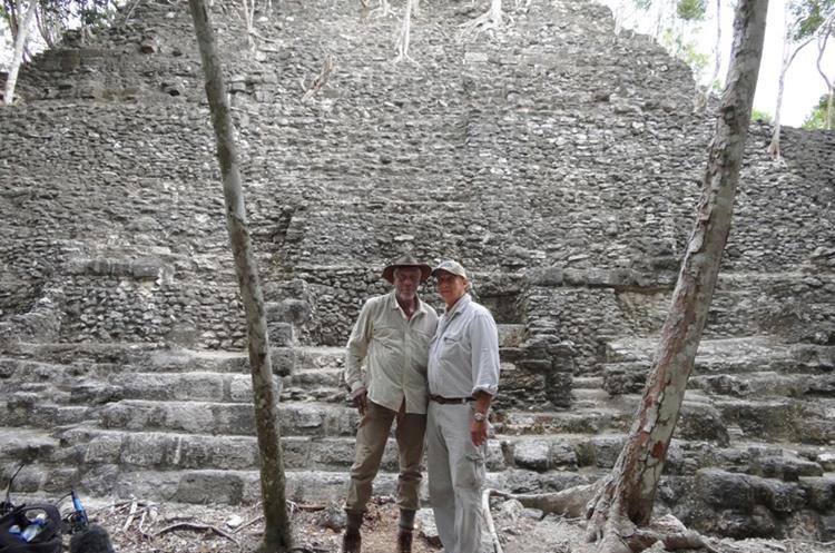 Morgan Freeman y Richard Hansen posan en el sitio El Mirador.