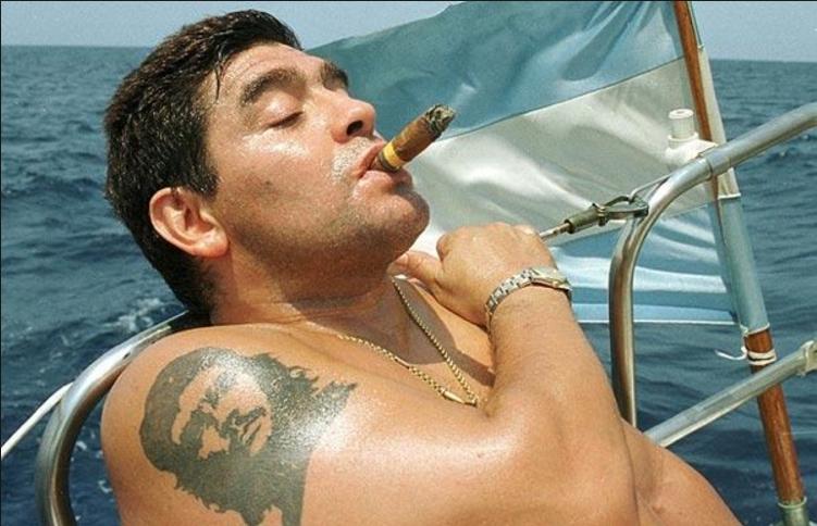 Diego Armando Maradona siempre ha mostrado su admiración por el Che Guevara. (Foto Prensa Libre: Hemeroteca PL)