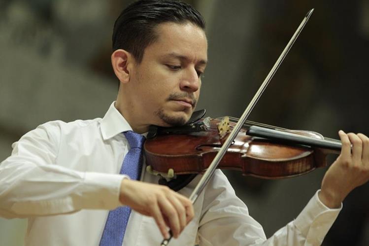El guatemalteco Álvaro Reyes ha destacado como músico dentro y fuera del país (Foto Prensa Libre: Carlos Hernández).