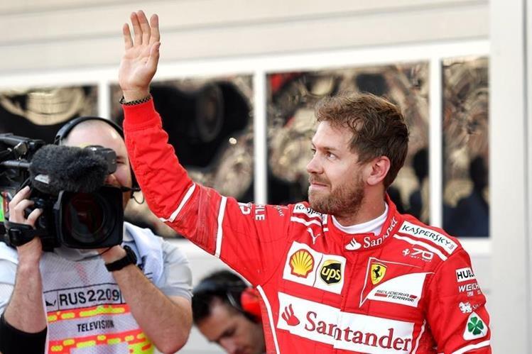 Vettel celebró una pole importante para Ferrari. (Foto Prensa Libre: AFP)