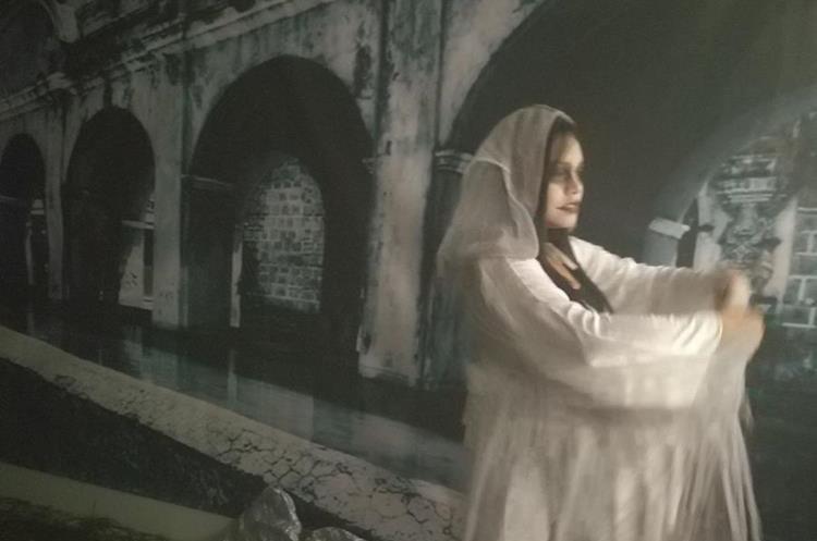 Las historias sobre La Llorona atraen a miles de guatemaltecos. (Foto Prensa Libre: Julio Román)