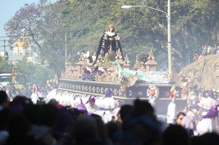 La procesión inició a las 06:15 de la mañana.