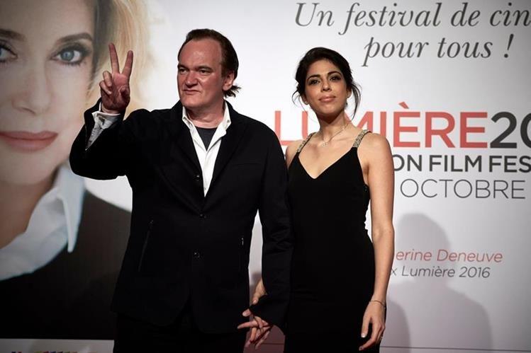 Quentin Tarantino junto a Daniella Pick, quienes ya son esposos (Foto Prensa Libre: AFP).