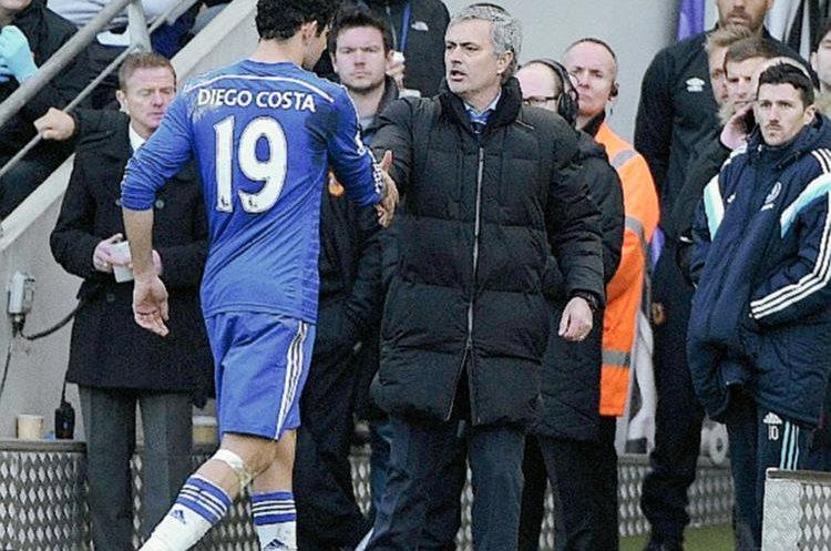 Diego Costa salió lesionado en el duelo del Chelsea frente al Hull City el domingo último. (Foto Prensa Libre: EFE)