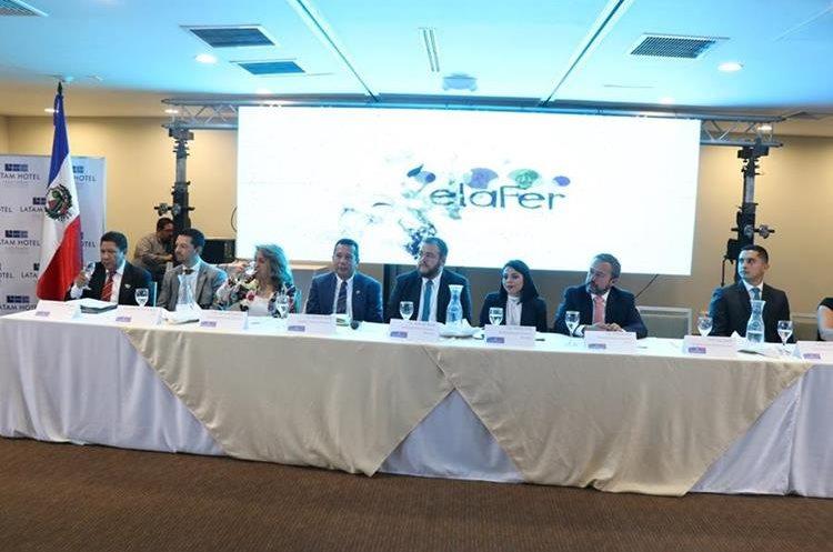 Integrantes de las comisiones que organizan Xelafer 2017 en conferencia de prensa explican los eventos. (Foto Prensa Libre. María José Longo)