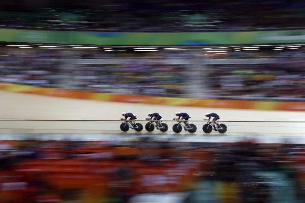 El equipo de Gran Bretaña se lució en su presentación en el ciclismo de pista al ganar la medalla de oro. (Foto Prensa Libre: AP)