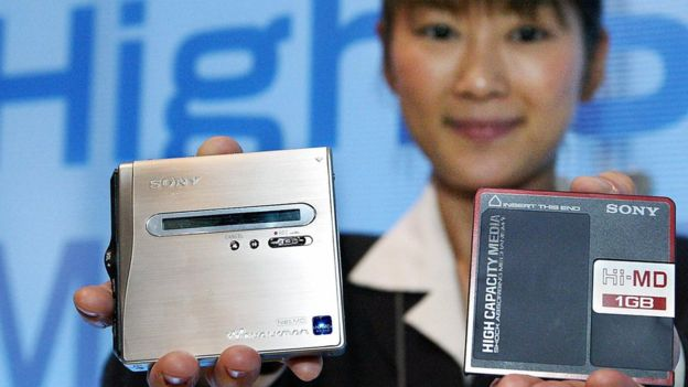 El CD y el DVD le ganaron la carrera al MiniDisc de Sony. (GETTY IMAGES)