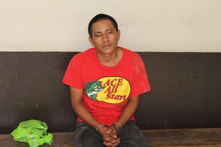 Mario Juan Carlos Poou Güitz fue recapturado en Puerto Barrios, Izabal. (Foto Prensa Libre: Dony Stewart)