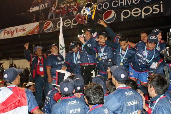 PATTERSON detuvo tres penaltis en la final del Clausura 2012 contra  Municipal, y Xela se coronó campeón.
