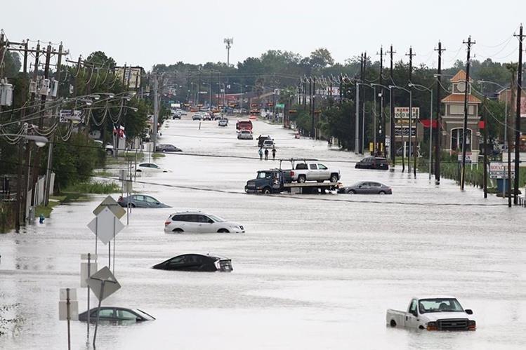 Harvey tocó tierra en Louisiana, evocando dolorosos recuerdos del huracán Katrina hace 12 años. (AFP).