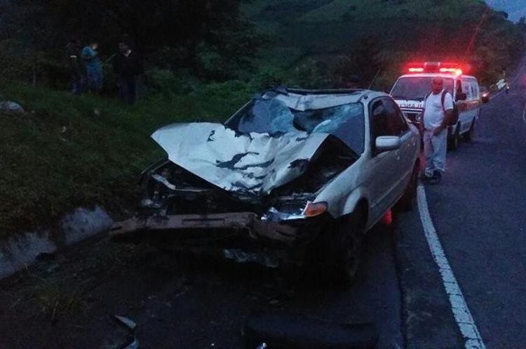 Contra este vehículo chocó Huber Griday Argueta Porras, cuando caía la noche del viernes último, en Sacatepéquez. (Foto Prensa Libre: Renato Melgar)