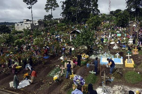 <p>El festival de barriletes coincide con el Día de los Santos en el País. (Foto Prensa Libre: AP)</p>