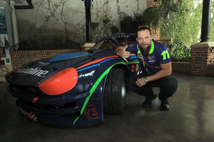 El piloto nacional Adolfo Castillo comparte su visión por las carreras y la pasión de 33 años en el deporte. (Foto Prensa Libre: Carlos Vicente).