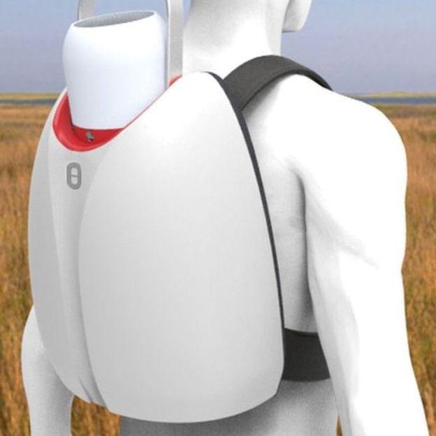 El refrigerador de vacunas puede transportarse a modo de mochila. (UNIVERSIDAD DE LOUGHBOROUGH)