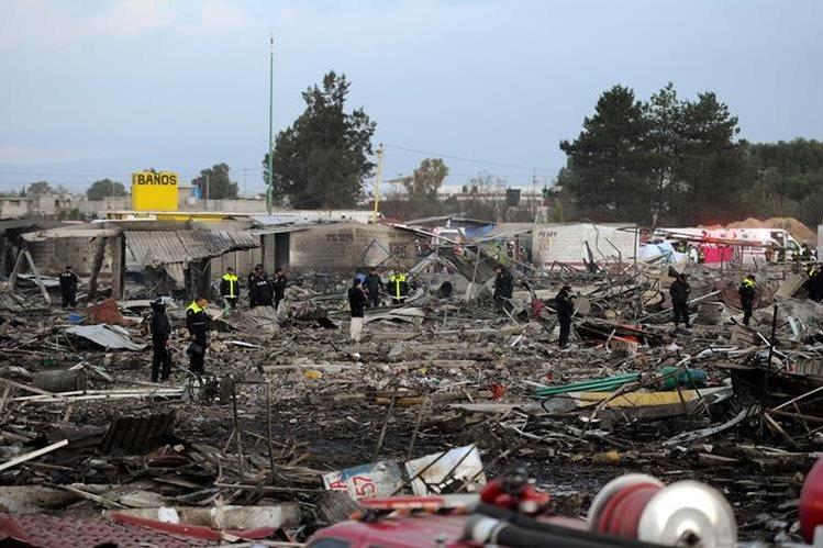 A escombros quedó reducido el conocido mercado de pirotecnia de Tultepec, México. (Foto Prensa Libre: EFE).