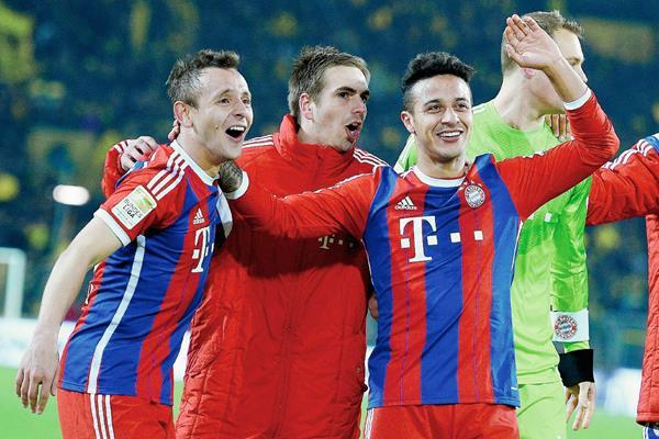 La afición y sus compañeros de equipo recibieron calurosamente a Thiago. (Foto Prensa Libre: EFE)