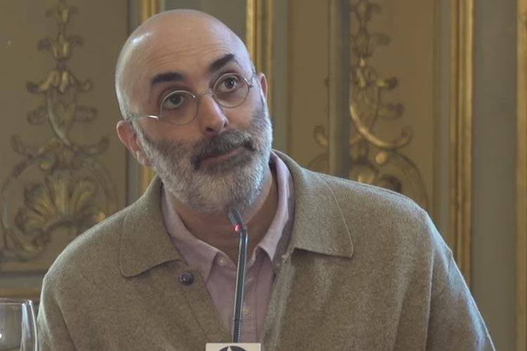 Por la calidad y difusión de su obra, Eduardo Halfon fue reconocido con el Premio Nacional de Literatura 2018 (Foto Prensa Libre: YouTube).