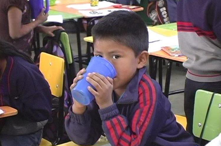El objetivo es mejorar la nutrición de los estudiantes de Quiché. (Foto Prensa Libre: Héctor Cordero).