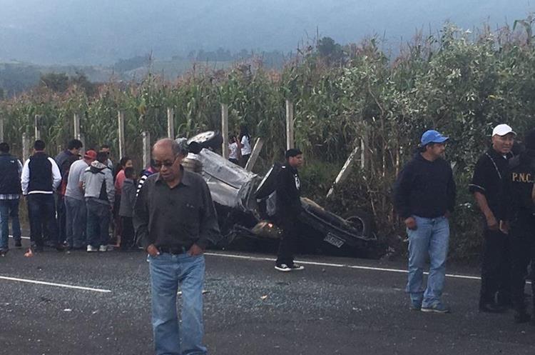 Vehículo involucrado en el percance.(Prensa Libre: Carlos Ventura)
