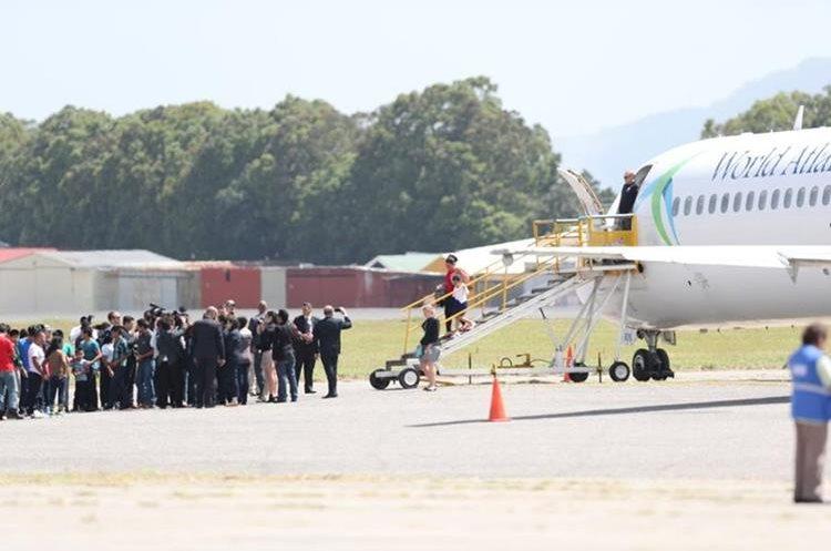 Las familias llegaron al país junto a otros deportados. (Foto Prensa Libre: Óscar Rivas)