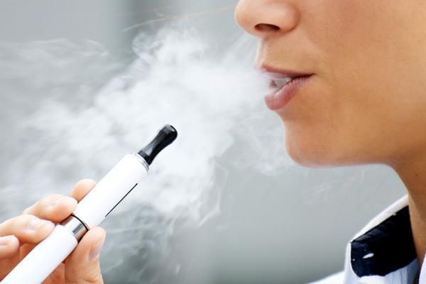 Castigan a estudiantes por cigarrillos electrónicos