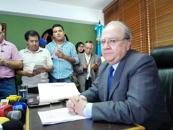 El magistrado Roberto Molina Barreto ofreció detalles de amparo que frenó el antejuicio con el presidente. (Foto Prensa Libre: E. Bercian)