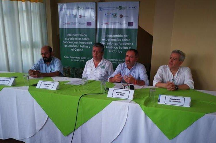 Expertos comentan que las concesiones forestales han ayudado al desarrollo de las comunidades. (Fotos Prensa Libre: Óscar García)