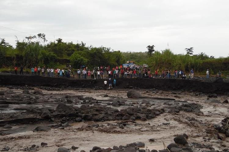 Varias comunidades de Chimaltenango quedaron incomunicadas debido a la crecida del río Taniluyá.