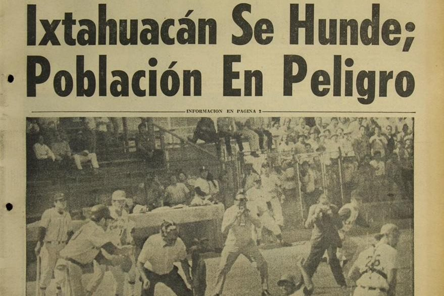 Portada del 25 de enero de 1971, con titular sobre hundimiento de Santa Catarina Ixtahuacán, Sololá. (Foto: Hemeroteca PL)
