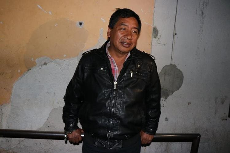 El periodista Aroldo Marroquín, en la subestación de la PNC de San Marcos. (Foto Prensa Libre: Whitmer Barrera)