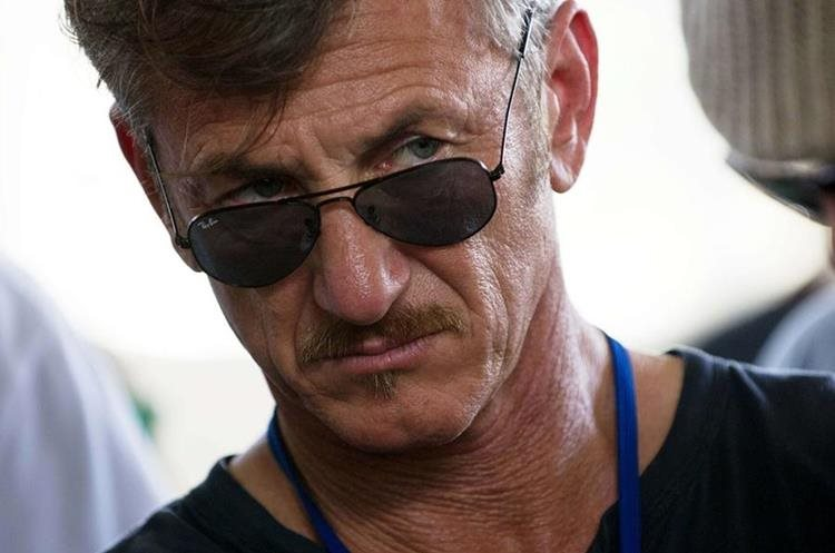 """(FILES) In this February 23, 2015 file photo, US actor Sean Penn tours the Lime Nursery and Grafting Project in Mirebalais, in the central plateau of Haiti. In a cloak-and-dagger plot fit for a Hollywood movie, US actor Sean Penn met secretly in the Mexican jungle in October with Joaquin """"El Chapo"""" Guzman, conducting an explosive interview released a day after the drug kingpin"""