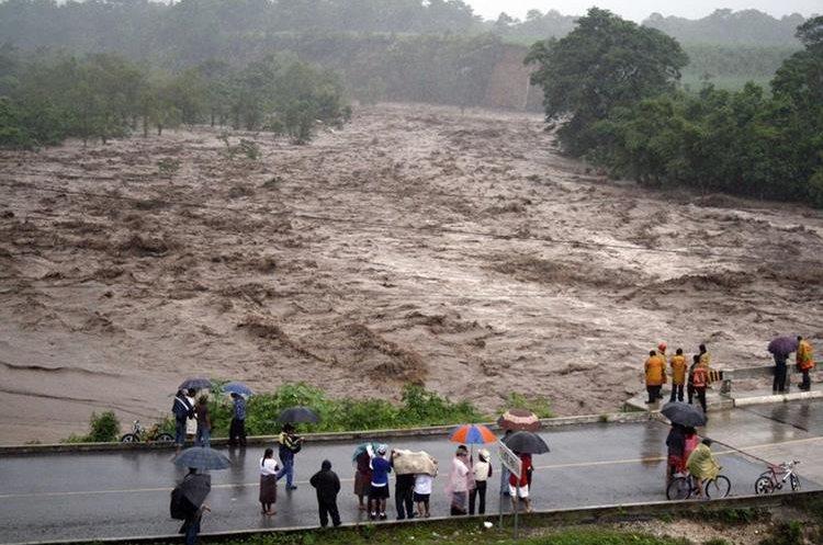 Pobladores de San Miguel Panam quedaron incomunicados por el desborde del río Nahualate. (Foto: Hemeroteca PL)