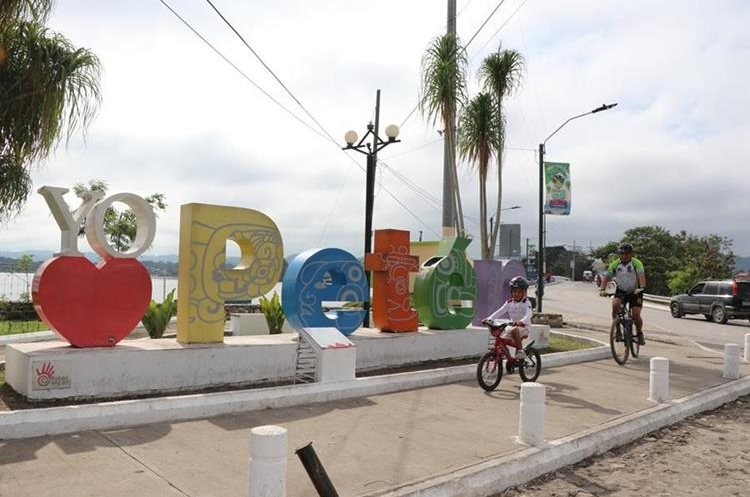 La zona petenera posee variedad de puntos turísticos para visitar en el comienzo del 2018. (Foto Prensa Libre: Rigoberto Escobar)