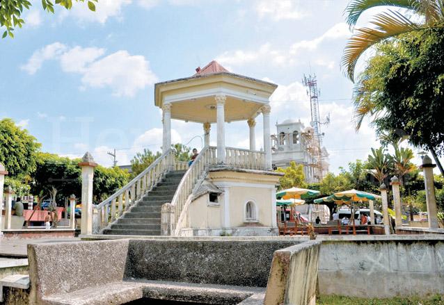 Quiosco del parque de San Felipe Retalhuleu. (Foto: Hemeroteca PL)