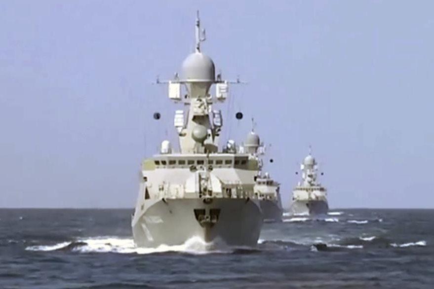 Un buque ruso en las aguas del Mar Caspio. (Foto Prensa Libre: EFE).